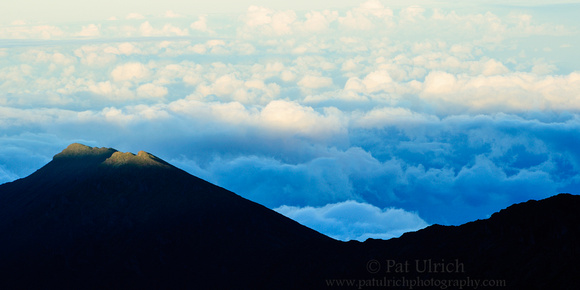 Haleakalā crater and final rays of sunset in Maui, Hawaii